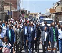 محافظ البحر الأحمر يتقدم مسيرة مؤيدة للتعديلات الدستورية بمدينة القصير