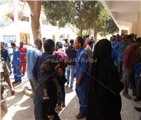 بالصور ..احتشاد العاملين بالبترول للمشاركة فى الاستفتاء باسيوط.