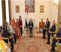 عاجل  بسام راضي: الرئيس السيسي يلتقي أعضاء اللجنة الأفريقية لحقوق الإنسان