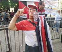 التعديلات الدستورية 2019| سيدة ترتدي علم مصر.. وأخرى تتحدى الإعاقة