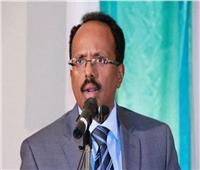 رئيس الصومال يصل القاهرة للمشاركة في قمة الشركاء الإقليميين للسودان
