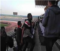 «كاسونجو» يؤازر لاعبي الزمالك بملعب الدفاع الجوي أمام بيراميدز