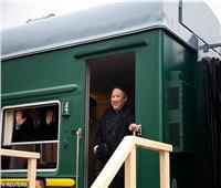 قطار الزعيم  عربات مُدرعة وطائرات وإستاكوزا حية ترافق كيم جونج أون في رحلاته