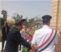 محافظ شمال سيناء يضع أكليل الزهور علي النصب التذكاري بالعريش