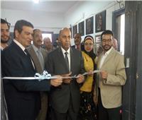 رئيس جامعة المنيا يفتتح معرض النحت والخزف