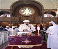 البابا تواضروس الثاني يصلي قداس خميس العهد بوادي النطرون