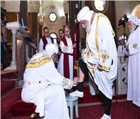 البابا تواضروس يصلي لقان «الخميس الكبير» بدير مارمينا
