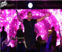 10 صور من حفل عمرو دياب في الجونة