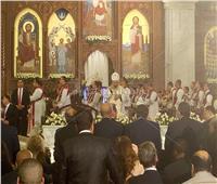 الكنيسة تستعين بمترجم إشارة خلال قداس عيد القيامة المجيد