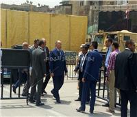 محافظ القاهرة يصل الكاتدرائية لتهنئة البابا تواضروس بعيد القيامة