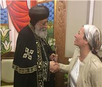 صور| وزيرة البيئة تهنئ البابا تواضروس بعيد «القيامة المجيد»
