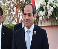 الرئيس السيسي يمنح وسام العمل لـ 10 من قدامى النقابيين