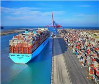 عبور ٥٥ سفينة المجرى الملاحي لقناة السويس بحمولات ٣.٥ مليون طن