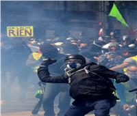 الشرطة الفرنسية تطلق الغاز المسيل للدموع أثناء احتجاجات عيد العمال في باريس