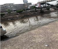 صور  انفجار خط المياه الرئيسي يغرق شوارع المحلة