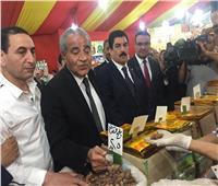 صور.. وزير التموين يفتتح معرض «أهلا رمضان» في شبرا الخيمة