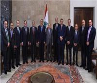 صورة تذكارية لرئيس لبنان مع الوفد المصرى برئاسة مصطفى مدبولى
