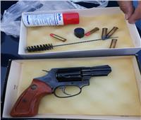 جمارك الدخيلة تضبط سلاح ناري وعدد من الطلقات والأسلحة البيضاء