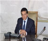 وزير التعليم العالي يستعرض تقريرًا حول اعتماد مركز الأبحاث الإكلينيكية