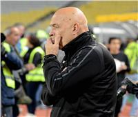 «جروس» يعقد جلسة مع لاعبي الزمالك في أول مران بتونس