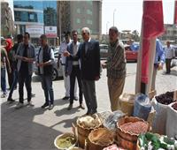 محافظ الجيزة يزيل تعديات لفروشات «ياميش رمضان» بالهرم