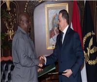 وزير الداخلية يلتقي وزيـر الشئـون الداخليـة بجمهـورية تنـزانيا المتحدة