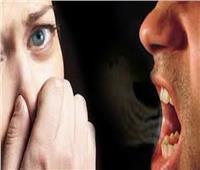 طبيب أسنان يوجه نصائح للتخلص من رائحة الفم الكريهة