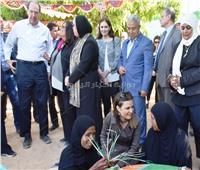 وزيرة التضامن ورئيس البنك الدولي يتفقدان المركز الاجتماعي بأسوان