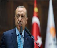 «بلومبرج»: الليرة التركية تهبط إلى مستوى خطير أمام الدولار