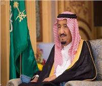 خادم الحرمين يمنح أمير «مكة المُكرمة» وشاح الملك عبد العزيز