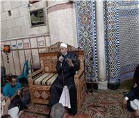 صور| جابر طايع يفتتح درس العصر الأول في رمضان بمسجد الحسين