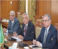 عادل مبارك يبحث أعمال التطوير بجامعة المنوفية
