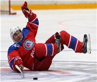 بوتين يشارك في مباراة لهوكي الجليد في مدينة سوتشي