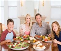 الإتيكيت الرمضاني| 6 قواعد عند جلوس الأطفال على مائدة الطعام