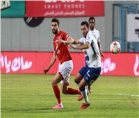 اشتباكات بين الجماهير خلال مباراة الأهلي وسموحة