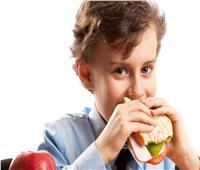 أسهل طريقة لإقناع طفلك بتناول الطعام الصحي