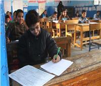 طلاب إعدادية الجيزة يؤدون امتحاني العلوم والكمبيوتر
