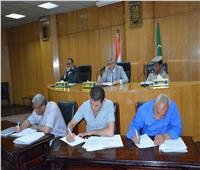 محافظ المنيا يوجه بتحصيل المتأخرات للنهوض بمستوى الخدمات