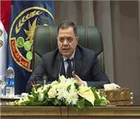 وزير الداخلية يكرم أمين شرطة أعاد 50 ألف لمواطن في الحسين