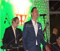 صور| مدحت صالح يُحيي خيمة «شنايدر» بحضور وزير الصناعة