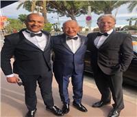 نجيب ساويرس يتألق على السجادة الحمراء في افتتاح مهرجان كان