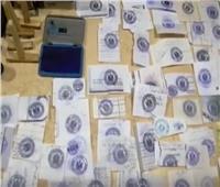 شاهد|لحظة ضبط المتهم بنسخ الأختام الحكومية بكفر الشيخ