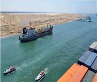 عبور 52 سفينة المجرى الملاحي للقناة بحمولات 3.9 مليون طن