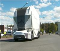 شاهد.. شاحنة كهربائية بلا سائق لتوصيل الطلبات في السويد