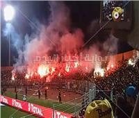 خاص| صور.. جماهير نهضة بركان تشعل الشماريخ في الملعب البلدي بالمغرب
