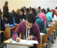 نشر صور الامتحان الإلكتروني للأحياء على فيسبوك