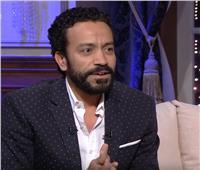 سامح حسين يكشف عن مفاجأة في أول ظهور له على المسرح