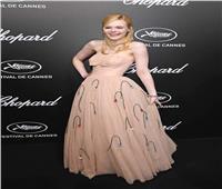 إيل فانينج تفقد وعيها بسب «فستان ضيق»
