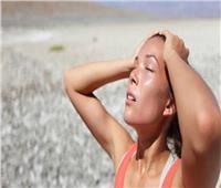في 10 خطوات| «الصحة» توضح طريقة علاج ضربات الشمس