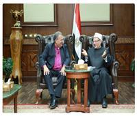 رئيس الطائفة الإنجيلية يزور المفتي للتهنئة بعيد الفطر